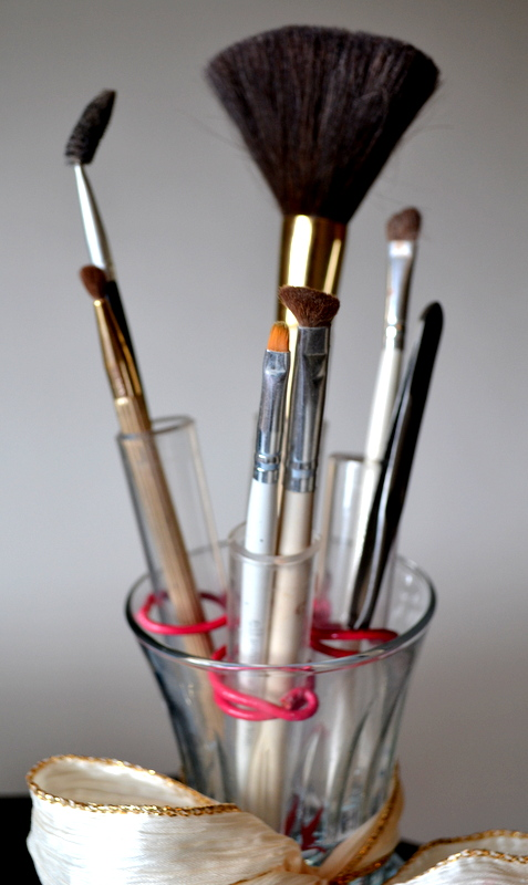 diy makeup brush organizer