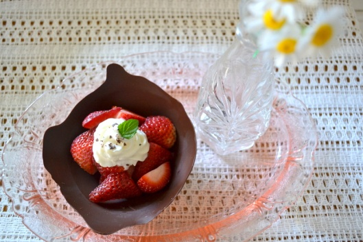 strawberry chocolate bowls